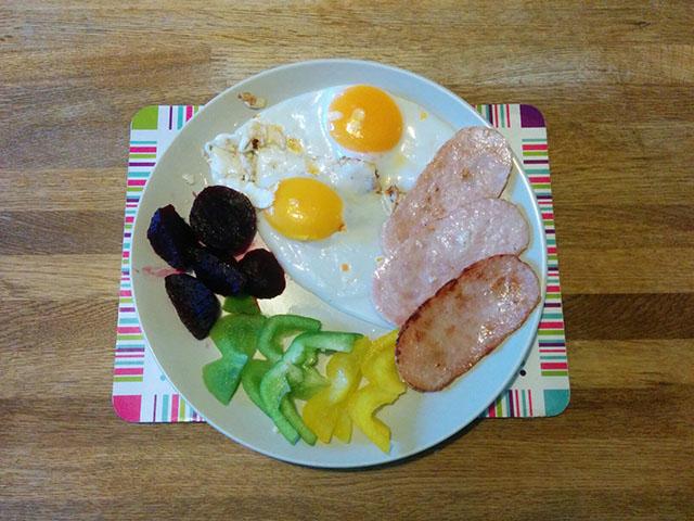 turkey-rasher-duck-egg-beetroot-peppers